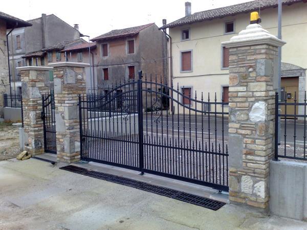 Cancelli in ferro cancelli in ferro battuto recinzioni for Foto di ringhiere in ferro battuto